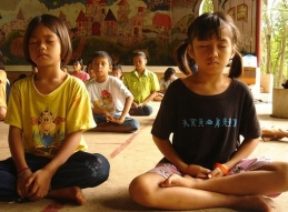 Meditation-for-Kids-4-Ways-to-Start-Kids-Meditating